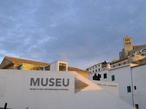 Das Museu d'Art Contemporani (Museum für moderne Kunst) in Dalt Vila.