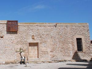 Sitz der Universität in Dalt Vila. Es beherbergt einen Teil des Archäologiemuseums.