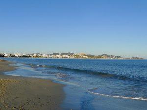 Die Platja d'en Bossa ist der größte Strand der Insel
