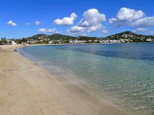 Der Strand von Talamanca ist 900 Meter lang