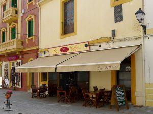 Das Ke Kafé befindet sich in der Nähe der Promenade Vara de Rey
