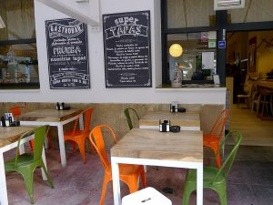 Das Restaurant Sa Brisa hat zwei Terrassen